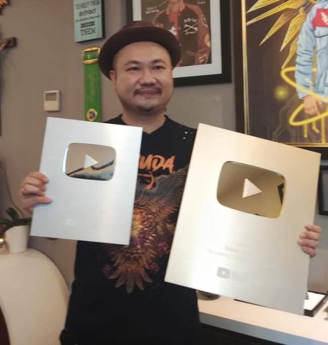 Gold Play Button Youtube Cobaz Diraih Hanya Dalam 5 Bulan - Cobaz
