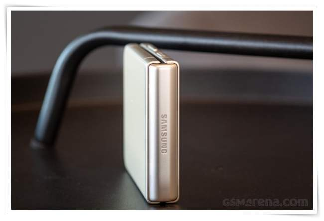 Review Ponsel Lipat Samsung Galaxy Z Flip3 5G - Engsel Samsung Galaxy Z Flip3