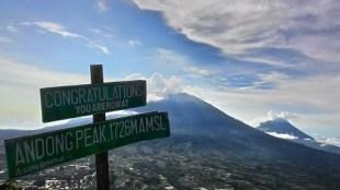 Berwisata ke Gunung Andong Magelang Merupakan Langkah yang Tepat untuk Menyegarkan Pikiran dari Rutinitas dan Hiruk Pikuk Kota Jakarta - Gunung Andong Melihat Dari Ketinggian Wisata Alam Magelang