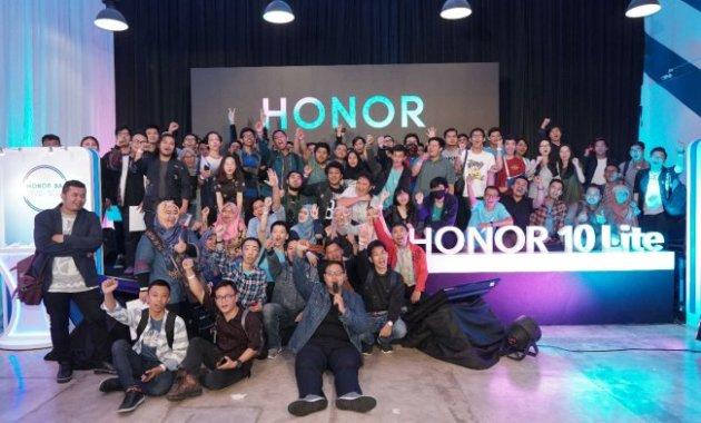 Spesifikasi, Harga, dan Kelebihan Honor 10 Lite yang Keren Abis - Kemeriahan Acara Honor 10 Lite
