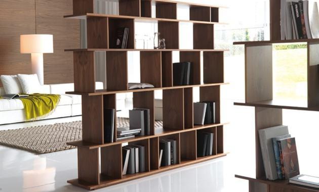 Rancang Rumah Desain Minimalis dengan Berbagai Tips Ini - Pembatas Ruang Rak Buku