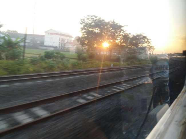 Pengalaman Naik Kereta Api Logawa dan Pasundan: Rute Purwokerto - Surabaya - Purwokerto Surabaya Logawa