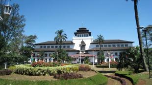 Penginapan Murah di Bandung yang Menawarkan Suasana Menginap Ekslusif - kota bandung