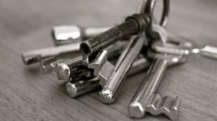 4 Tempat Rahasia Menyimpan Kunci Rumah - kunci rumah