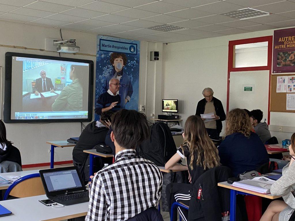Des séniors dans la classe