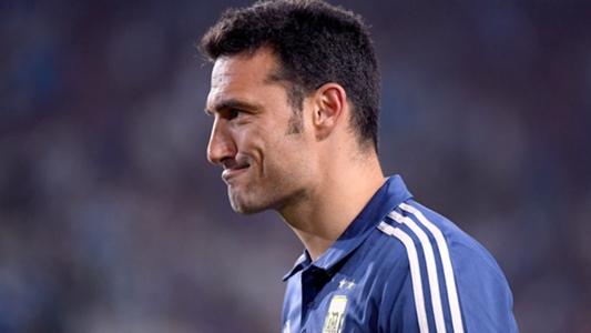 L'entraîneur argentin Scaloni est hospitalisé après avoir été renversé en voiture alors qu'il était à vélo