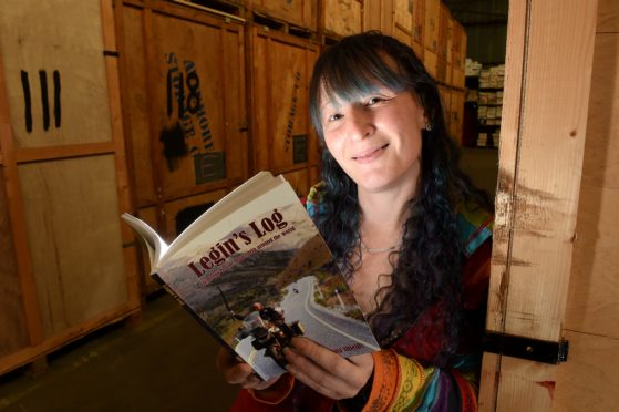 Dyslexic mom hopes to inspire people facing difficulties by writing a book