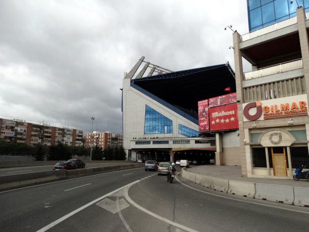 Trybuna Vicente Calderon nad autostradą