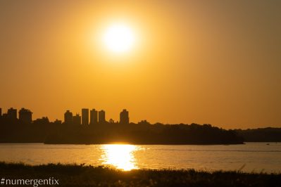 couché de soleil sur le rio parana
