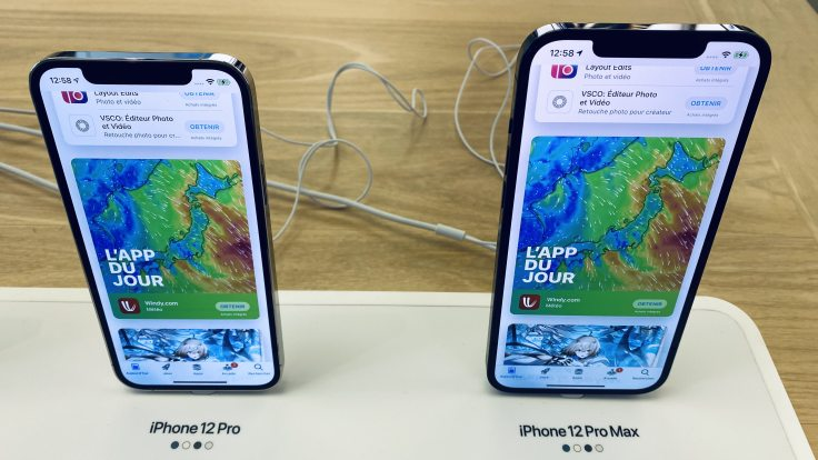 Two sizes iPhone, comparable information density - deception