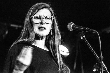 Lisa Robertson Author Image 2