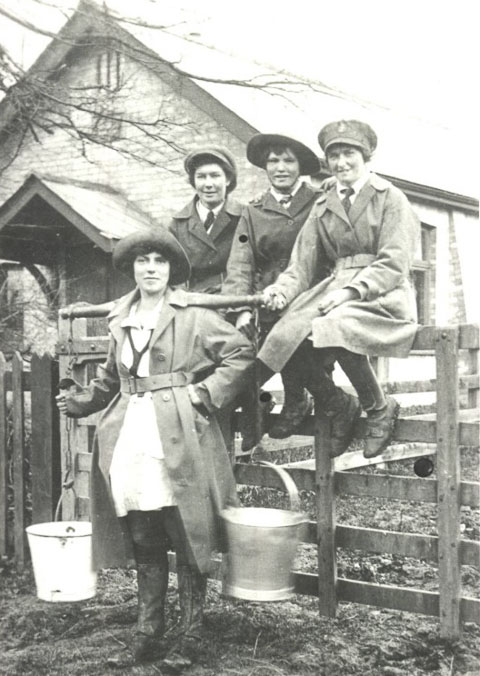 land-girls-1915-1918