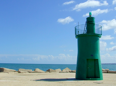 green-lighthouse-trani