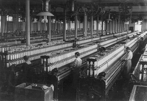 Spinnng room in cotton mill 1916