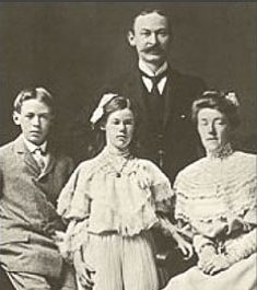 Henry Miller with parents and sister Lauretta_1