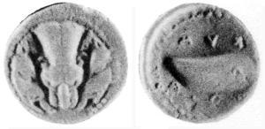 Fig. 10: Dracma eubea-attica di Cuma D/Protome leonina tra due teste di cinghiale R/ Mitilo; intorno ΚΥΜΑΙΟΝ (Berlin 22 = N. K. Rutter 2, gr. 4,01)