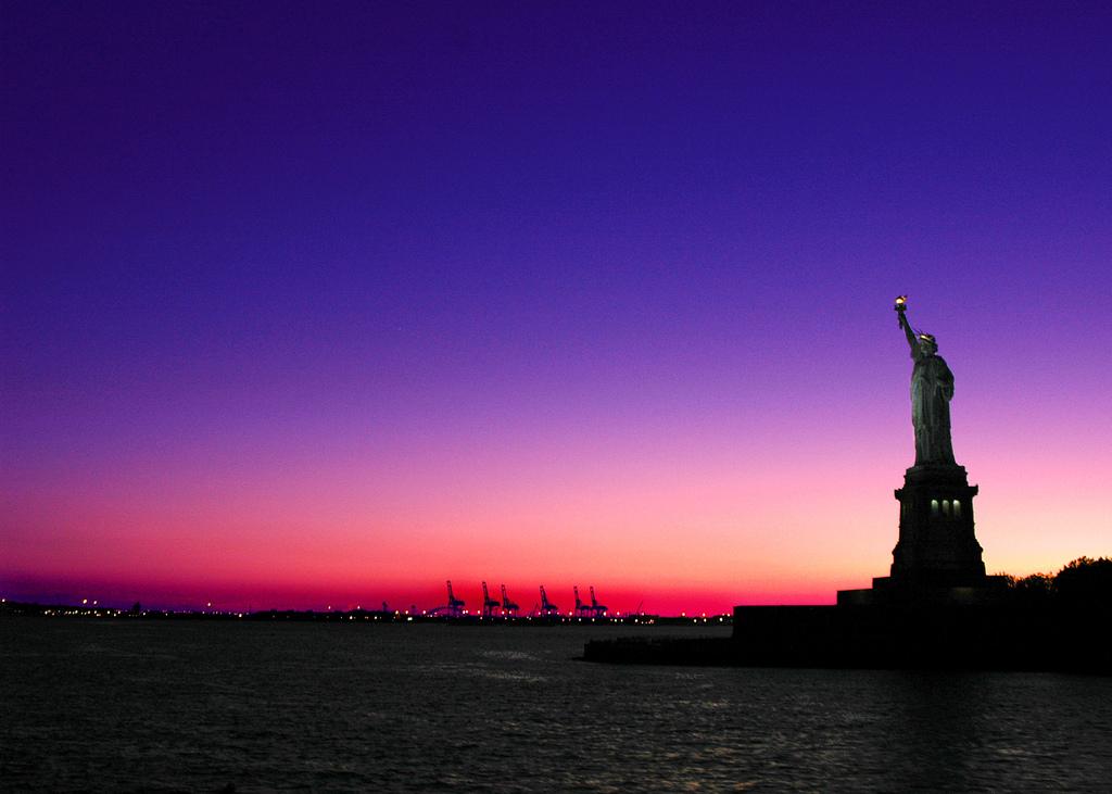 NY sunset_statue liberty