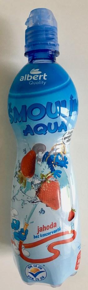 Albert Heijn Wasser mit Erdbeer-geschmack (sehr süß!) mit Schlumpf-Motiven (gefunden bei Albert Heijn in Tschechien).