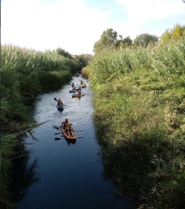 Laura en el Kayak doble con su guia bajando el Turia