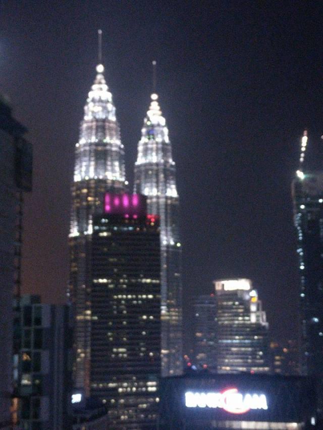 Torres Petronas al anochecer