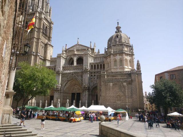 Panorámica desde la plaza de enfrente del edificio del museo del ejército.