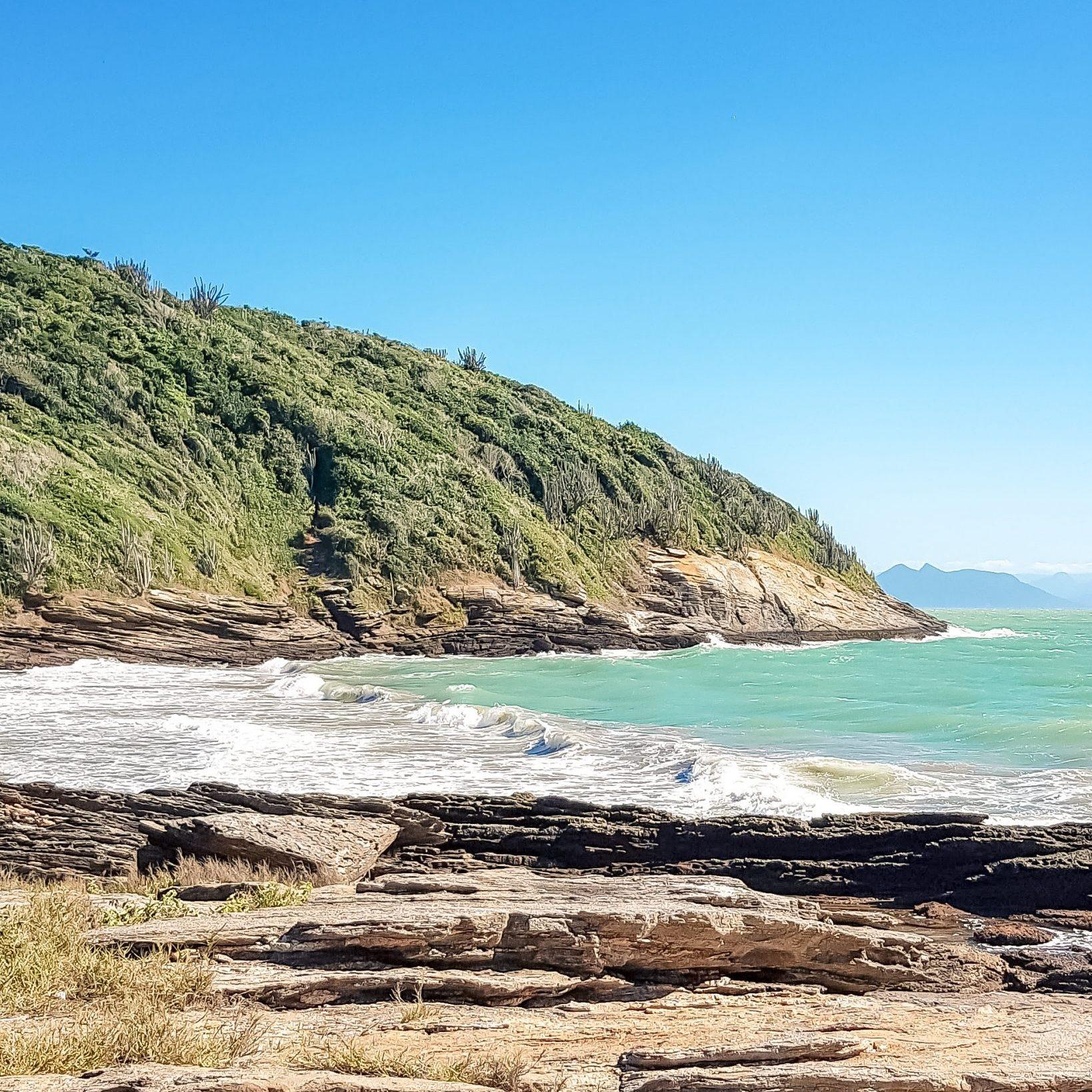 Caminho para a Praia dos Amores/ Arredores da Rua das Pedras, em Búzios