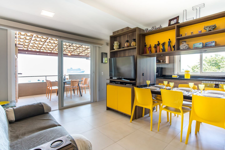 Airbnb em Búzios / Casa na Orla Bardot de frente pro mar