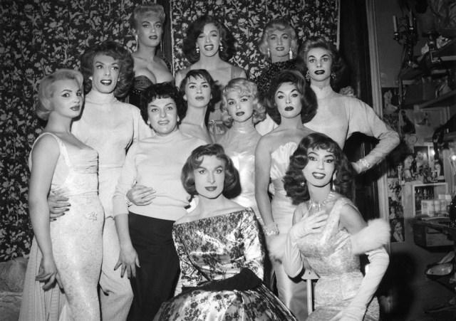 Bambi (è la bionda al centro) con le colleghe del Carrousel, anni '50-