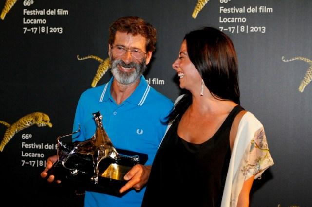 Il portoghese Joaquim Pinto ritira il premio speciale della giuria assegnato al suo 'E Agora? Lembra.me'.