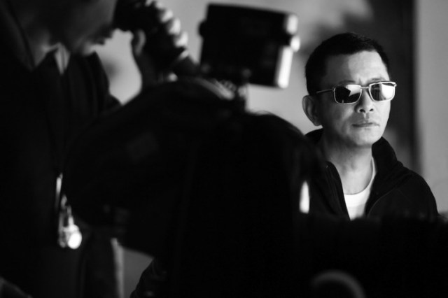il regista Wong Kar-wai sul set