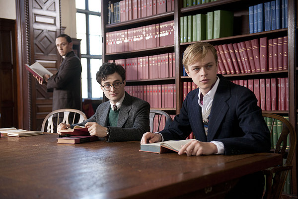 Daniel Radcliffe (a sin.) è Allen Ginsberg, Dane DeHaan è Lucien Carr.