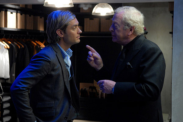Jude Law e Michael Caine in una scena di 'Sleuth'