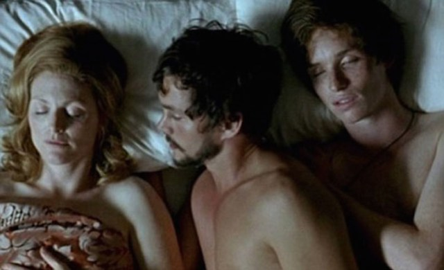 The-scene-from-Savage-Grace-where-Julianne-Moore-Hugh-Dancy-and-Eddie-Redmayne-portray-a-threesome-between-Barbara-and-Antony-Baekeland-and-Sam-Green