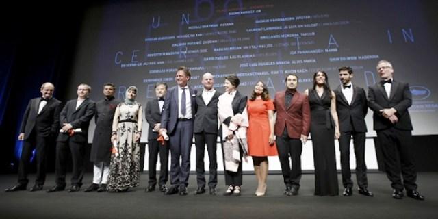 Isabella Rossellini (al centro) con la giuria e i premiati di Un certain regard