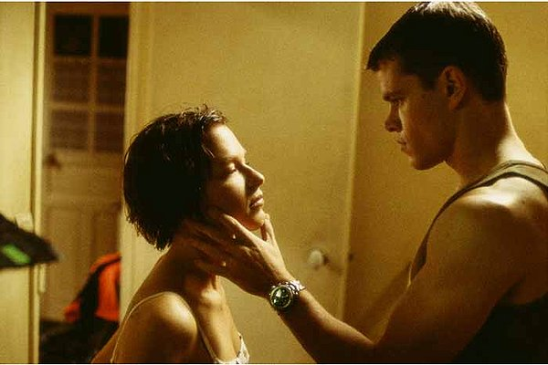 Matt Damon e Franka Potente in 'The Bourne Identity'