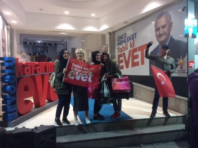 Istanbul, Istiklal Caddesi: la sede della campagna per il Sì