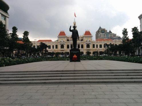 Ayuntamiento y estatuta Ho Chi Min