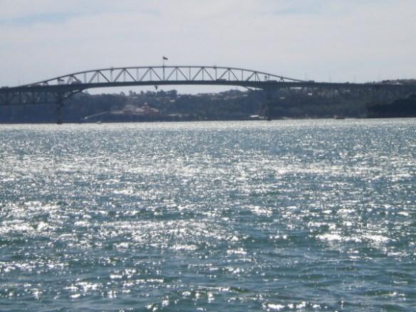 גשר אוקלנד בשקיעה