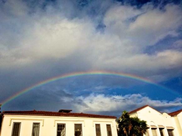 קשת שלימה בשמי לוס אנג׳לס. צלם: ארנון מנור