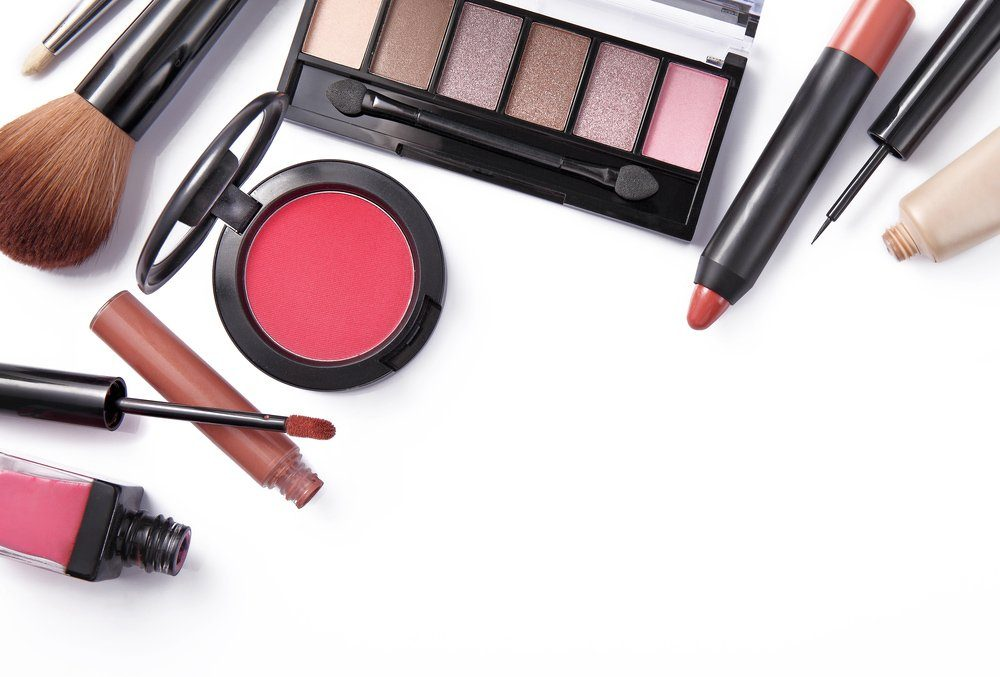 5 Barang Make Up Perlu Ada Dalam Beg Tangan Wanita
