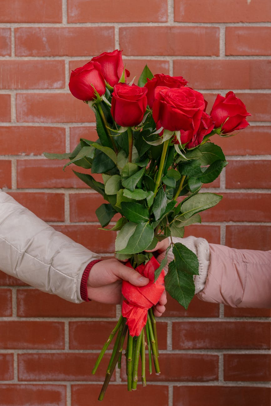 boyfriend and girlfriend with bright red bouquet of roses