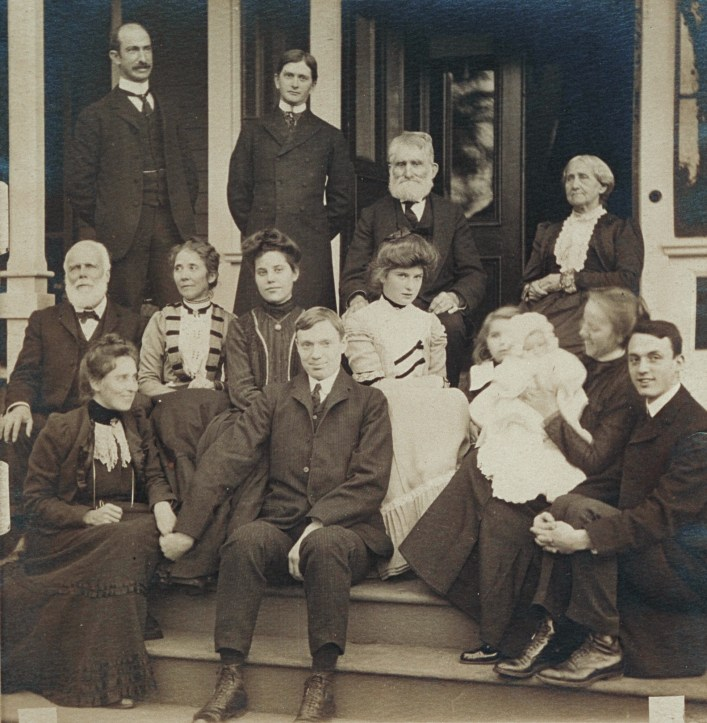 Group portrait of members of the Blackwell family, 1902. (Courtesy of Schlesinger Library, Radcliffe Institute, Harvard University)