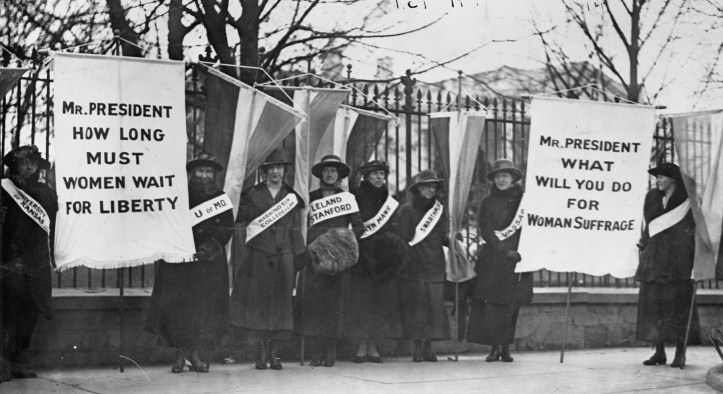 Women suffragists picketing in front of the White House, February 1917. (National Woman's Party Records/Library of Congress | Public domain)