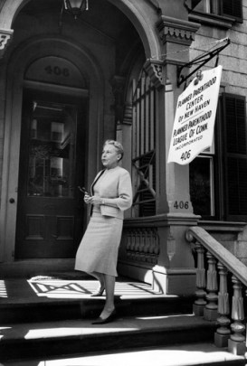 Estelle Griswold outside a Planned Parenthood clinic in 1963. (Lee Lockwood, Time & Life/Wikimedia)
