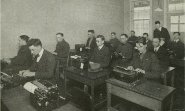 """A """"Business English"""" class at Evergreen Hospital. (Evergreen Review, 1:3 (March 1920), 32/Internet Archive)"""