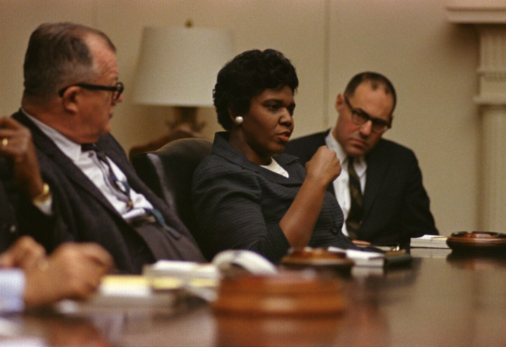 Texas Senator Barbara Jordan meeting with AFL-CIO and Department of Justice members at the White House in 1967. (Yoichi Okamoto/LBJ Library #C4510-16 | Public domain)