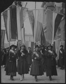 """""""Section of Working Women's Picket – Feb. 17 [18], 1917,"""" 1917, photograph. (Records of the National Woman's Party/US Library of Congress)"""