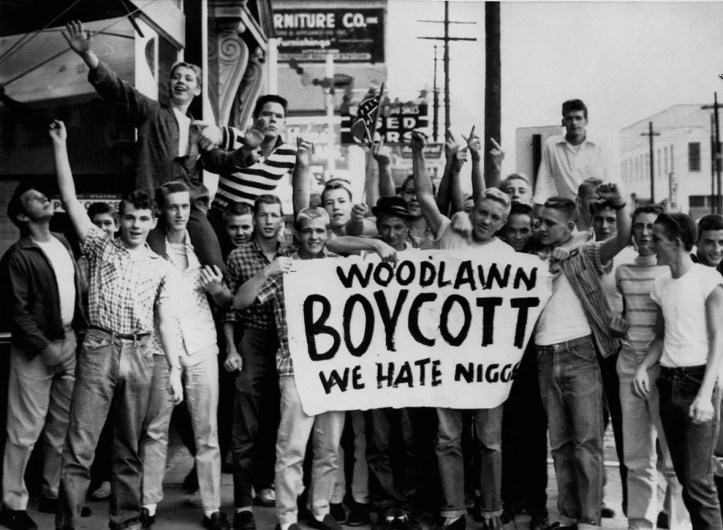 White students displaying a racist sign, protesting school integration in Birmingham, Alabama, September 10, 1957. (AFP)