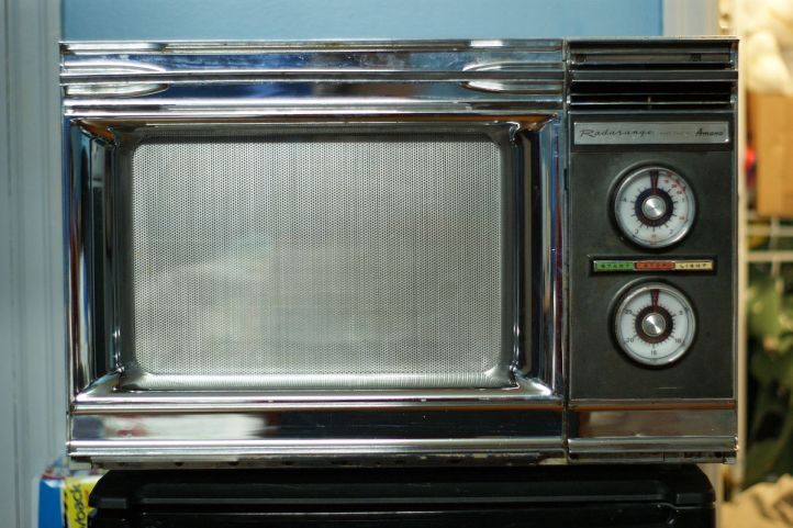 Photo of a 1971 microwave oven
