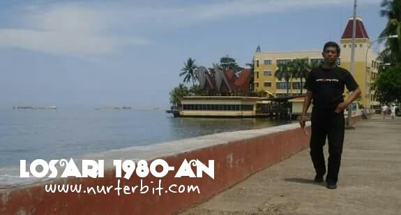 Pantai Losari Kota Makassar era tahun 1980-an (foto: Nur Terbit)